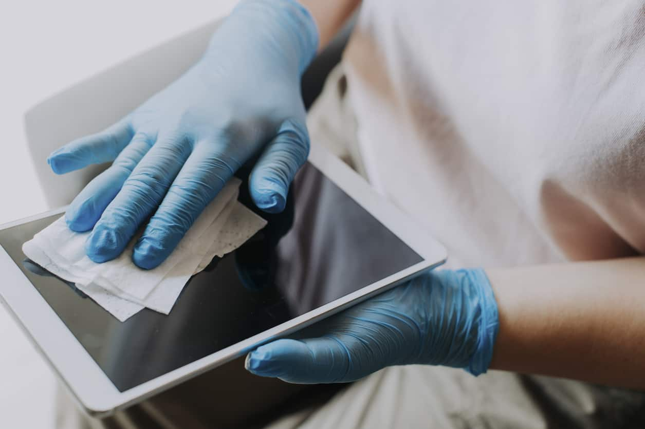 cleaning touch-screen tablet